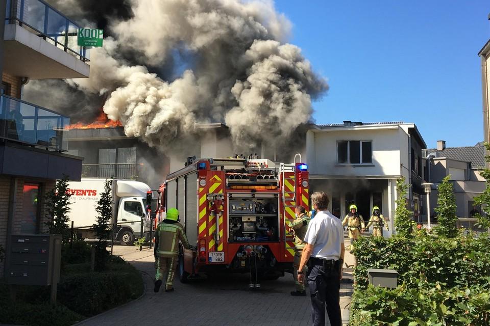 De brand beschadigde drie appartementen