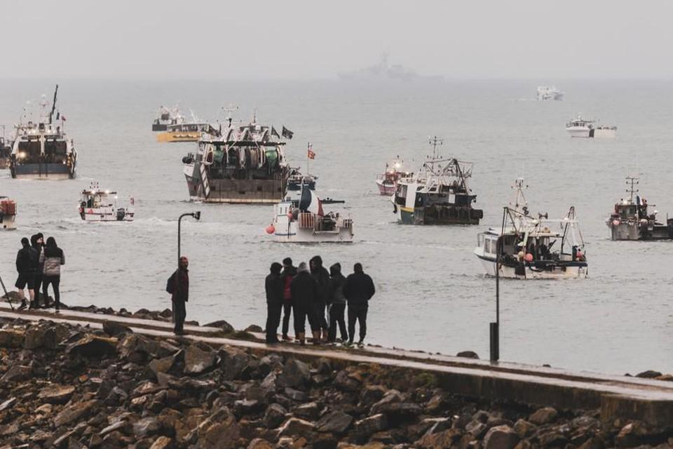 Vissersboten kwamen samen aan de kust van Jersey omwille van nieuwe visrestricties.