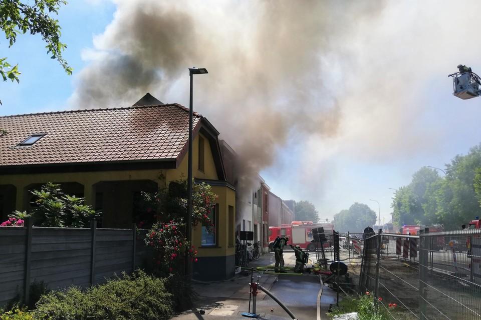 In een mum van tijd verwoeste een uitslaande brand een woning op de Jubellaan.