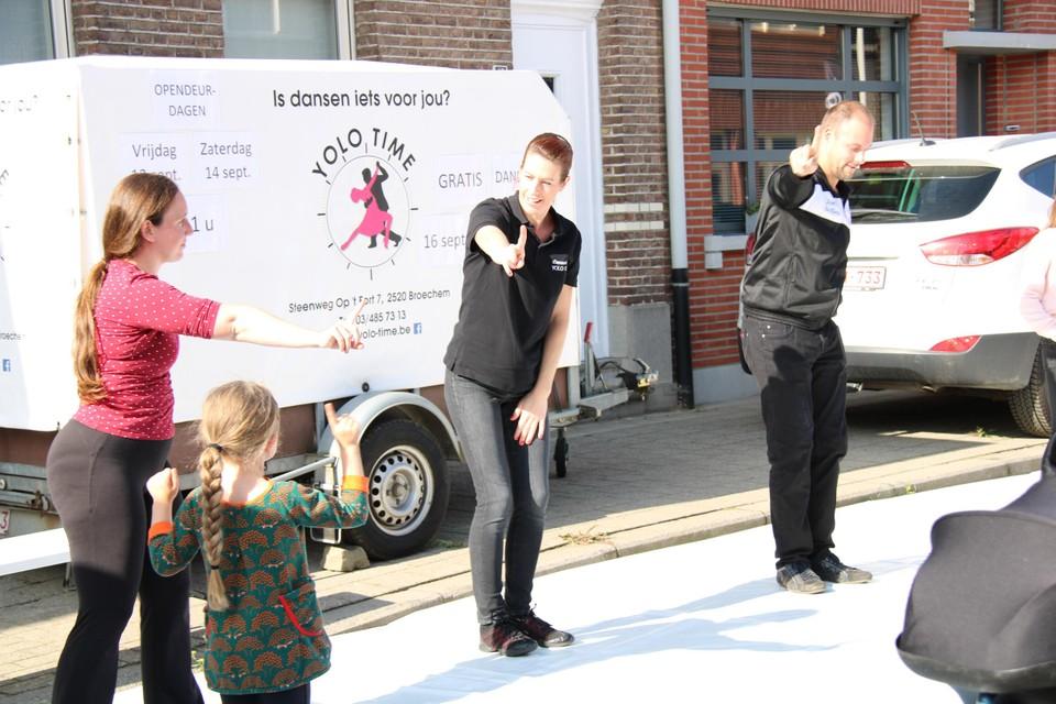 Dansschool Yolo Time op de jaarmarkt.