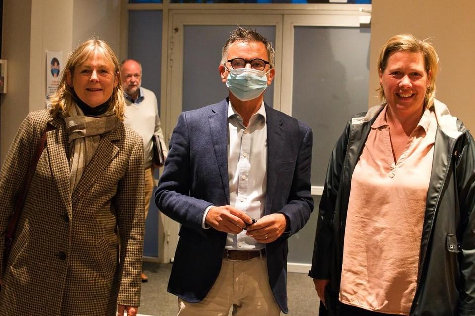 Ilse Daems, Wouter Coox en Kathleen Verbeeck (WildvanHoof!) brachten de petitie naar de gemeenteraad.