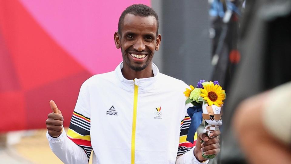 Abdi blinkt. Het brons is binnen.