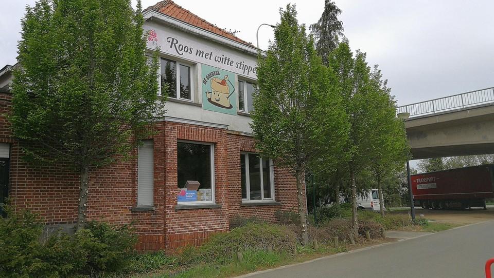 In de conciërgewoning opent in samenwerking met Roos Met Witte Stippen en De Goedzak een duurzaam pop-upwinkeltje.