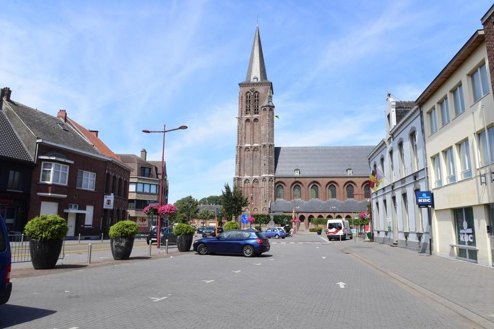 De Sint-Willibrorduskerk domineert het marktplein al 500 jaar, maar zag er niet altijd hetzelfde uit.