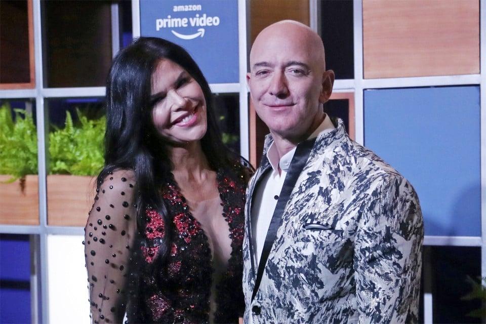 Bezos met zijn vriendin Lauren Sanchez.