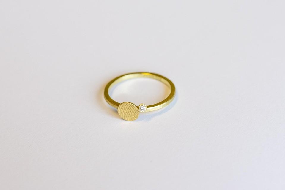 Een ring met een vingerafdruk