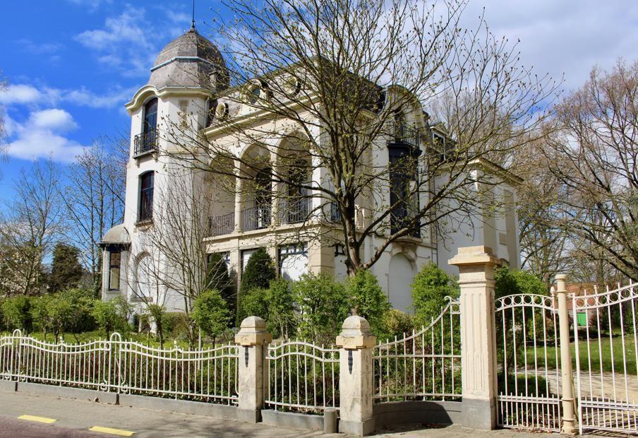 Sfinks Café ontstond in Villa Clematites.
