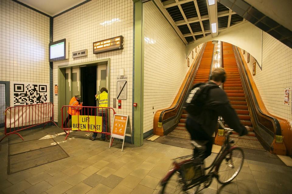 Een vertrouwd beeld voor gebruikers van de Voetgangerstunnel: de lift is buiten dienst.