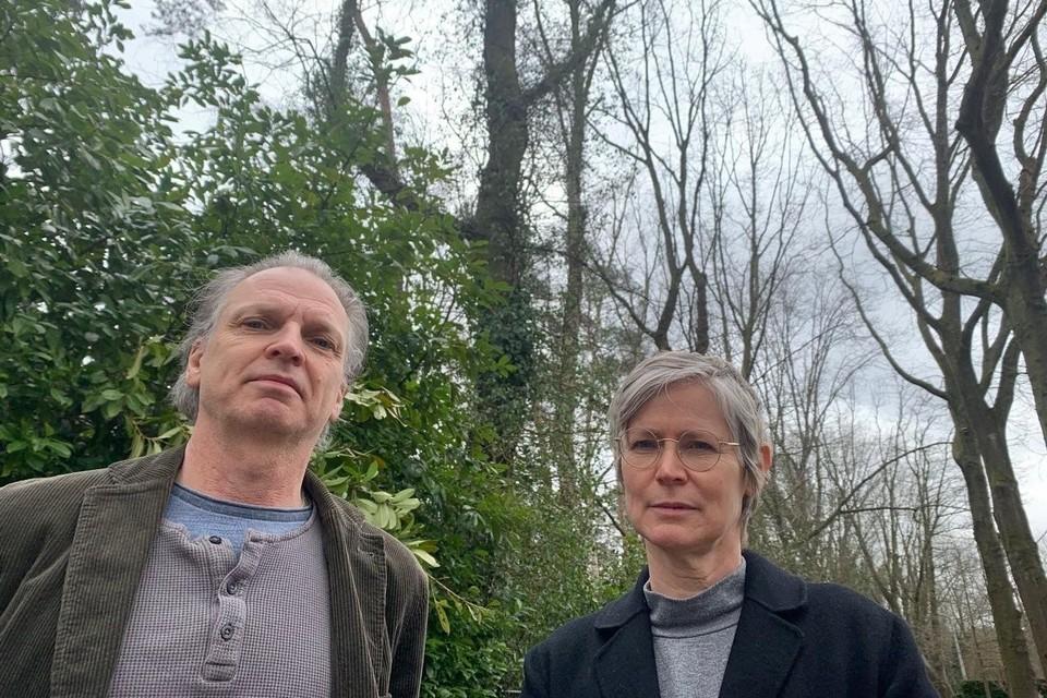 Richard Van Oosterhout en Patrice Toye tussen de bomen van de Columbuslei, die hen zo na aan het hart liggen.