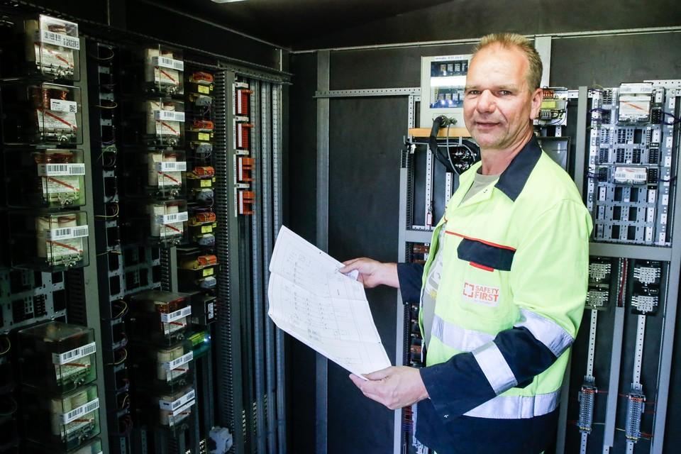 Carl Deprins werkt al veertien jaar als specialist seininrichting bij Infrabel.