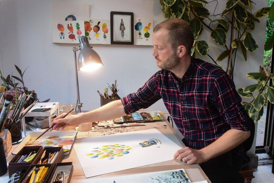 Sebastiaan Van Doninck aan  het werk in zijn atelier in Halle
