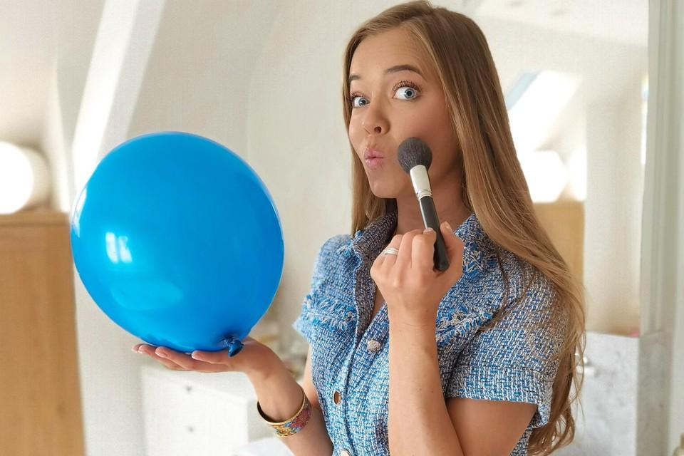 """An-Katrien uit Sint-Job-in-'t-Goor is graag bezig met mooie kleren en make-up, maar steeds moet ze ook die 'diabetesballon' in de lucht blijven houden. """"Zo voelt het echt."""""""