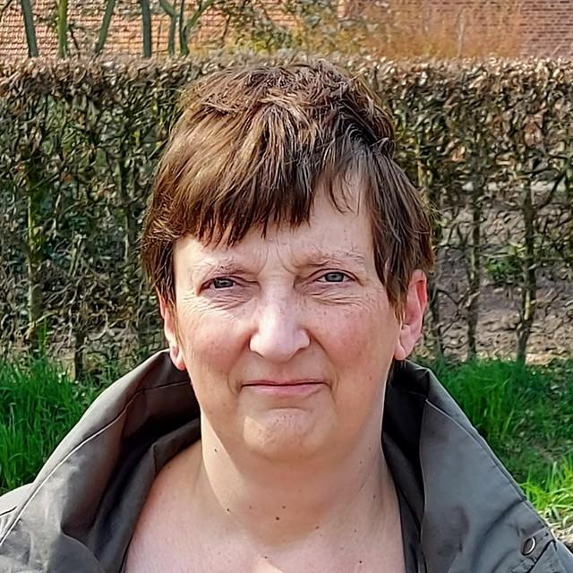 """Buurvrouw Chris Nuyts (55): """"De onderzoekers zijn hoopvol dat de gevonden botresten inderdaad afkomstig zijn van piloot Eugene Shauvin."""""""