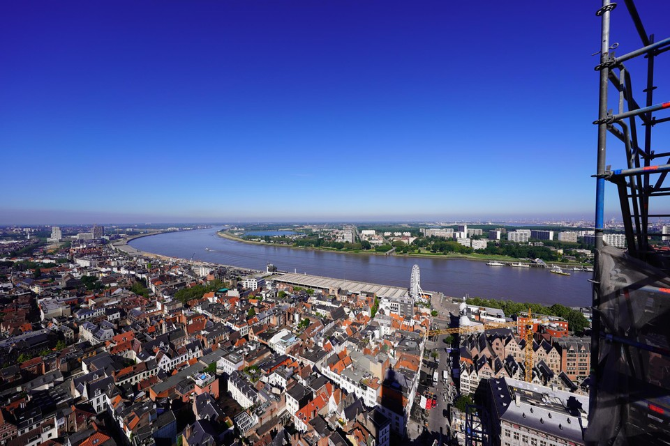 Those who dare to climb the 123 meter high cathedral tower can enjoy an unparalleled view over the Scheldt.