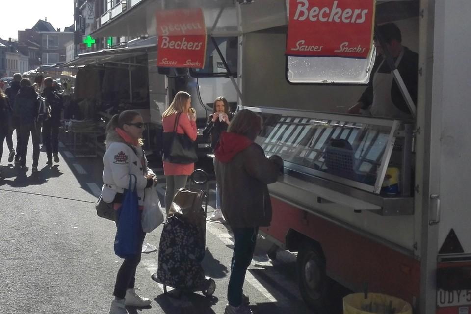 Bezoekers aan de Willebroekse woensdagmarkt moeten minstens anderhalve meter afstand houden.