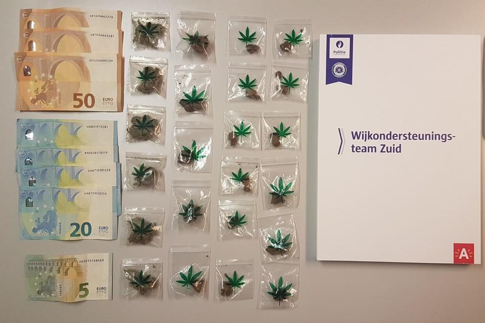Bij de huiszoeking werd 11 gram cocaïne, 10 gram hasj, 35 gram cannabis en 1.500 euro in beslag genomen.