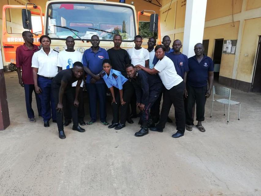 Brandweerwagen 'Sjareltje' in Gambia.