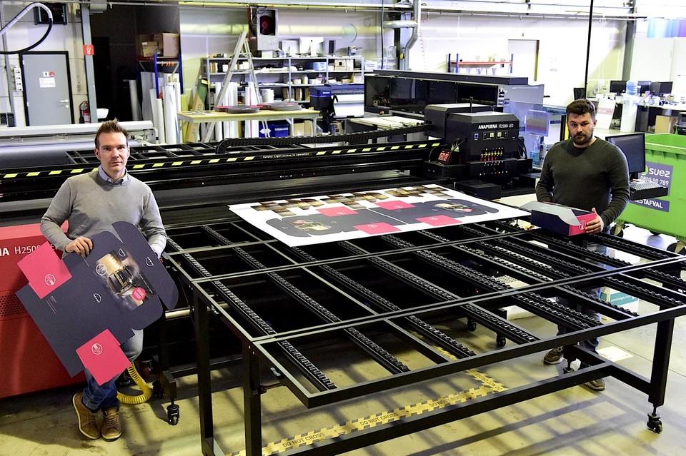 Sem en Nick in de printing-afdeling.