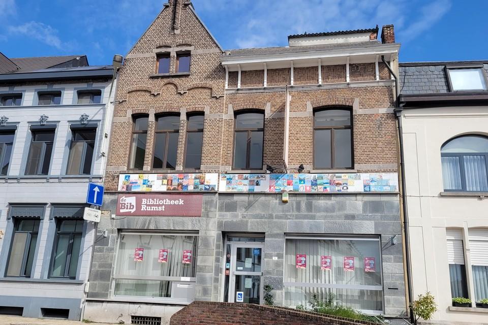 Het oude bibliotheekgebouw staat online te koop