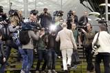 thumbnail: De advocaten werden meteen aangeklampt door de pers.