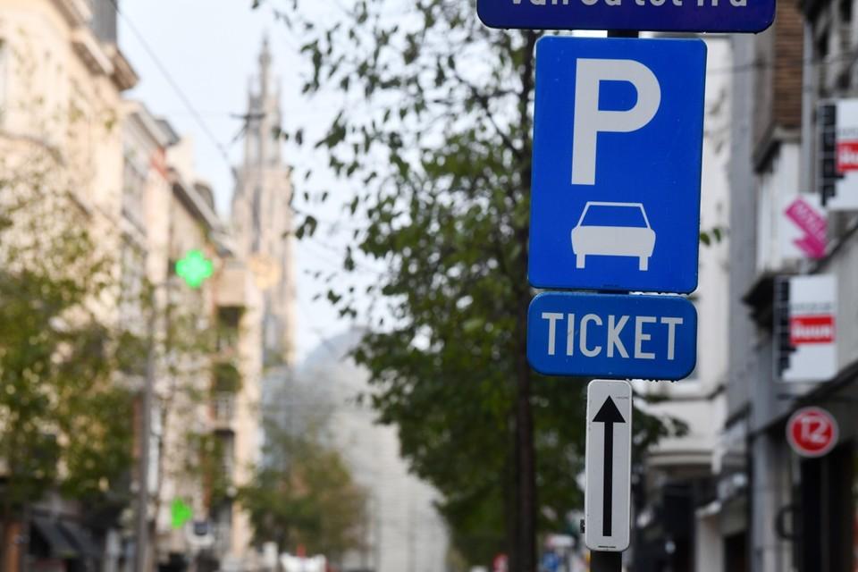 Wie voor zijn werk geregeld met de wagen in Antwerpen moet zijn, kan voor bepaalde tariefzones een ticket kopen van een week of vier weken.