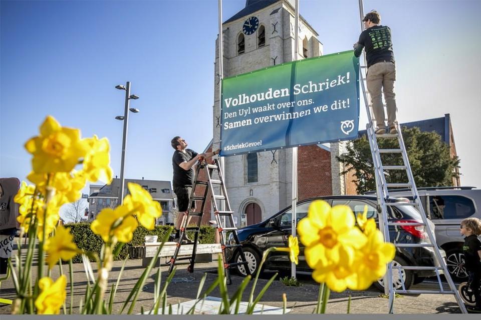 Vorig jaar hing het Uylecomité een spandoek op in het dorp om de  wonde van de afgelaste dorpsfeesten te verzachten.