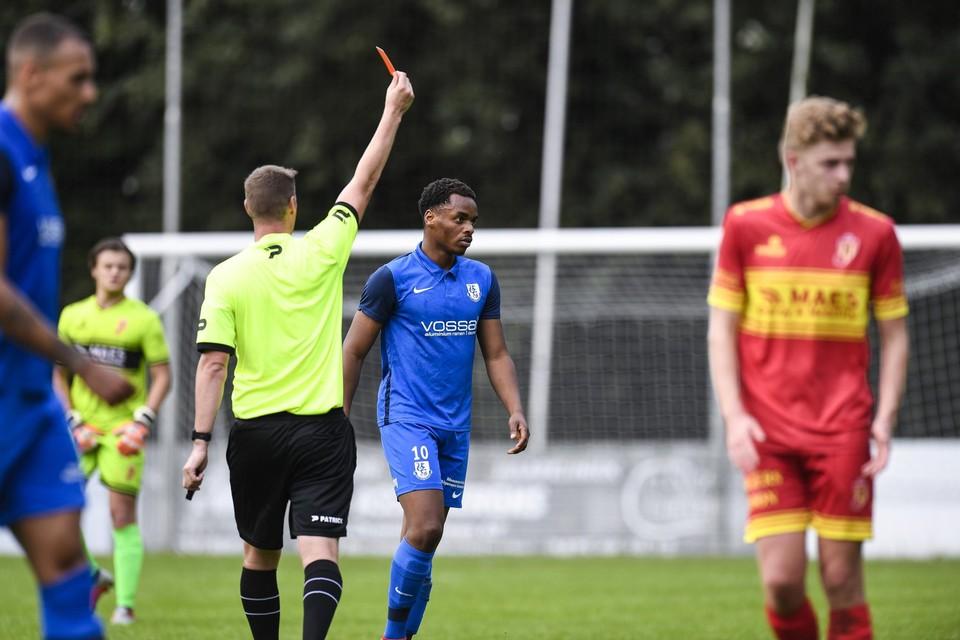 Ragib Alassan bij zijn uitsluiting in de wedstrijd tegen Bornem, waarvoor hij drie speeldagen schorsing kreeg.