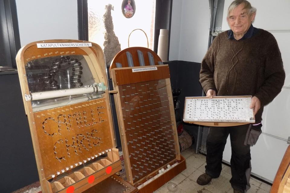 Kamiel Michielsen uit Beerse toont enkele van zijn spelletjes met de ludieke namen katapultknikkerschieten of schommelendekogellagerbollekens.