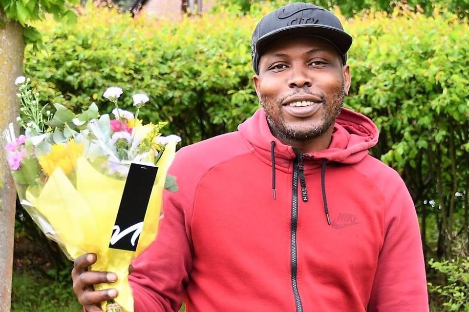 Nog maar onlangs was de betreurde straatveger Clifton Proeger door zijn collega's van gemeente Schilde in de bloemen gezet omwille van zijn houding: altijd positief en gedienstig.