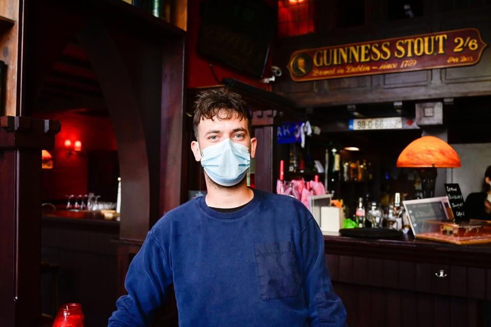 """""""Ik denk dat er permanent een tachtigtal mensen zaten op ons terras"""", zegt cafébaas Laurens van O'Fiach."""