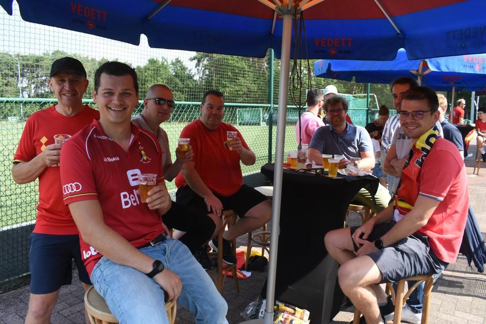 Enkele leden van Inter Mol, onder wie Christophe Boeckx (tweede van rechts).