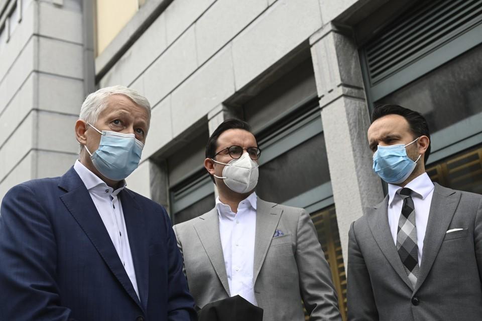 De advocaten Joris Vercraeye, Omar en Mounir Souidi voor de ondernemingsrechtbank in Tongeren.