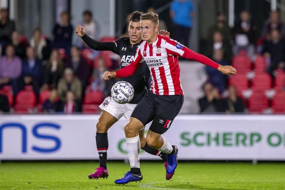 Robin Lauwers in het shirt van Jong PSV. Na het aflopen van zijn contract bij de Eindhovenaren vorige zomer zit de Gierlenaar zonder club.