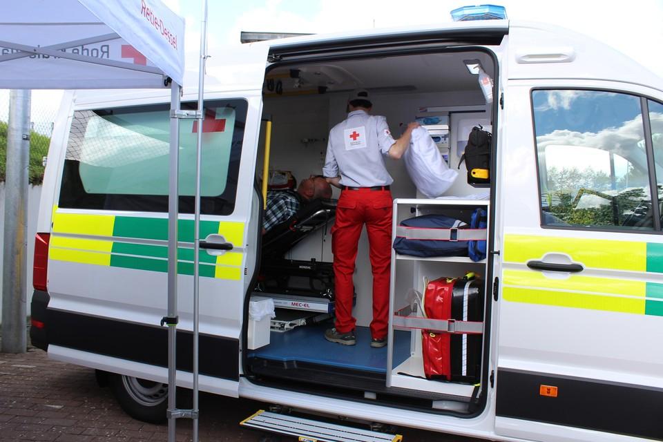Rode Kruis Retie-Dessel zet de nieuwe ziekenwagen meteen in.