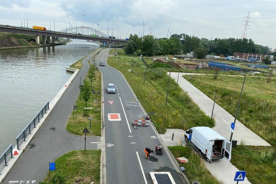 Op de Vaartkaai worden de bestaande verkeerskussens vernieuwd en komen er twee extra bij om slalommen te voorkomen.