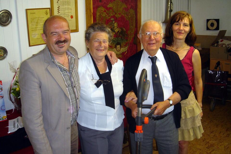 Eeuweling Marcel De Moor samen met wijlen zijn echtgenote, dochter en schoonzoon.