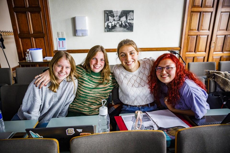 Studenten toegepaste psychologie aan Thomas More, Elien (20) uit Laakdal, Jani (20) uit Breendonk, Merle (21) uit Hulshout en Caro (20) uit Elewijt.