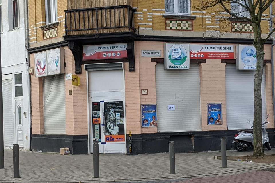 De winkel van Mohamed B., een dag na de schietpartij in 2019.