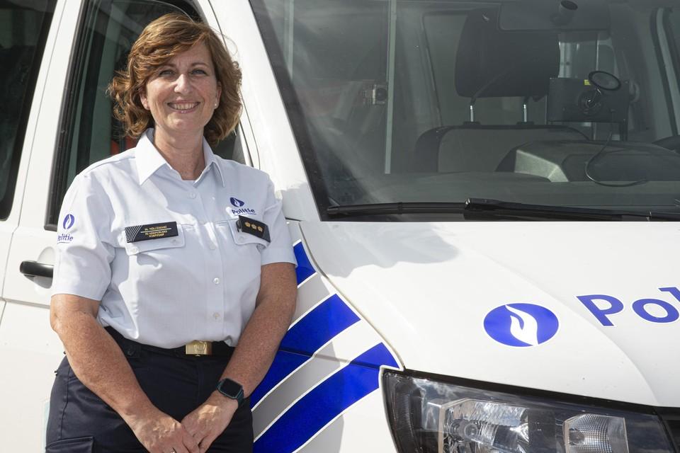 """Met Marleen Hellemans waait er een nieuwe wind door de Politie Regio Turnhout. Ze zet het werk van haar voorganger door, maar wil ook eigen accenten aanbrengen. """"Als het intern goed draait, draait het ook goed op het terrein. Gelukkige mensen weten waar ze mee bezig zijn en gaan met vertrouwen naar de burger."""""""
