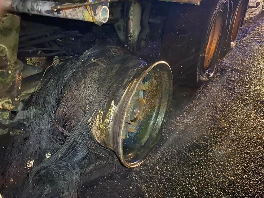 De brandende vrachtwagen op de E313 net voorbij Massenhoven.