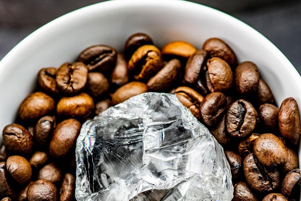 Volgens diamantbedrijf HB Antwerp werd begin januari nog deze 378 karaat grote diamant gevonden en zijn zij die momenteel in Antwerpen aan het slijpen.