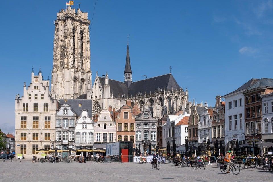Het kathedraalarchief van voor 1500 is grotendeels verloren gegaan. Alles wijst er op dat de bouw van de huidige kathedraal is begonnen in 1207.