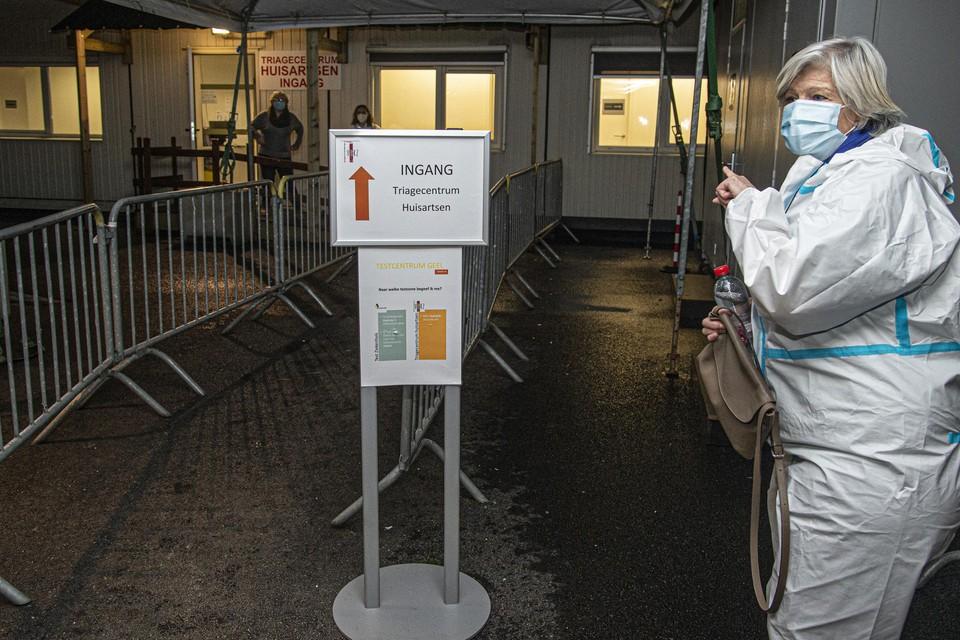 Zondag moest een vijftigtal leerlingen en leerkrachten van GBS De Zandloper in Mol-Rauw een coronatest afleggen.
