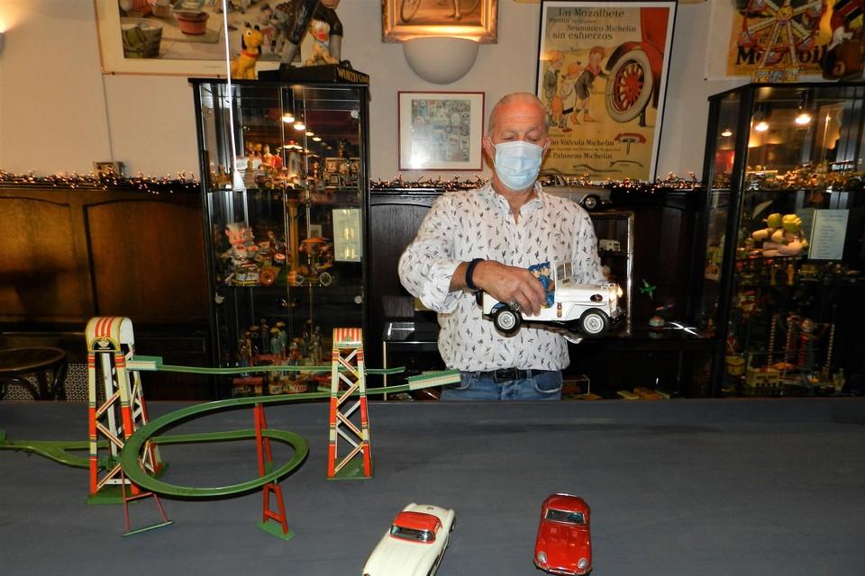 Gellof Hartogs stelt 400 stukken speelgoed tentoon in zijn museum.