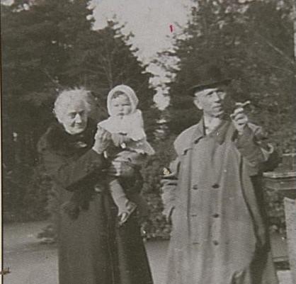 Amelia Brocken met haar man.