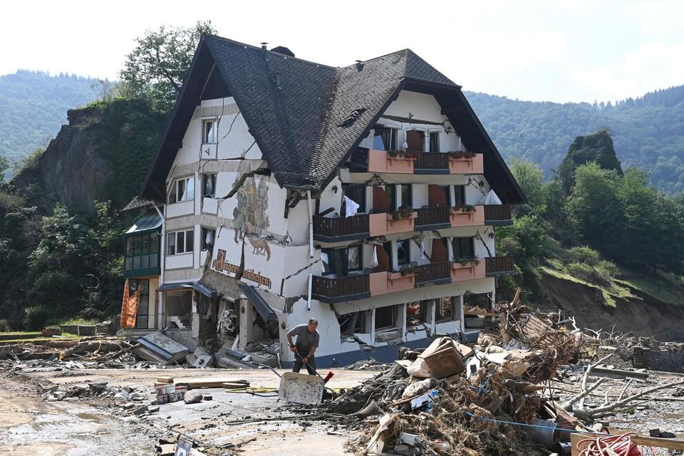 Niet alleen bij ons richtte de hevige regenval een ware catastrofe aan, ook elders in Europa, zoals hier in het Duitse Mayschoss.