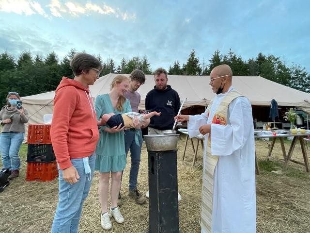Een onvergetelijke doop werd het donderdagavond op Chirokamp in Luxemburg.