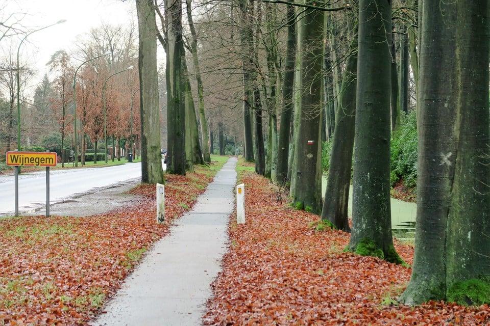 Er ligt nu al een smal fietspad langs de 's-Gravenwezelsteenweg.