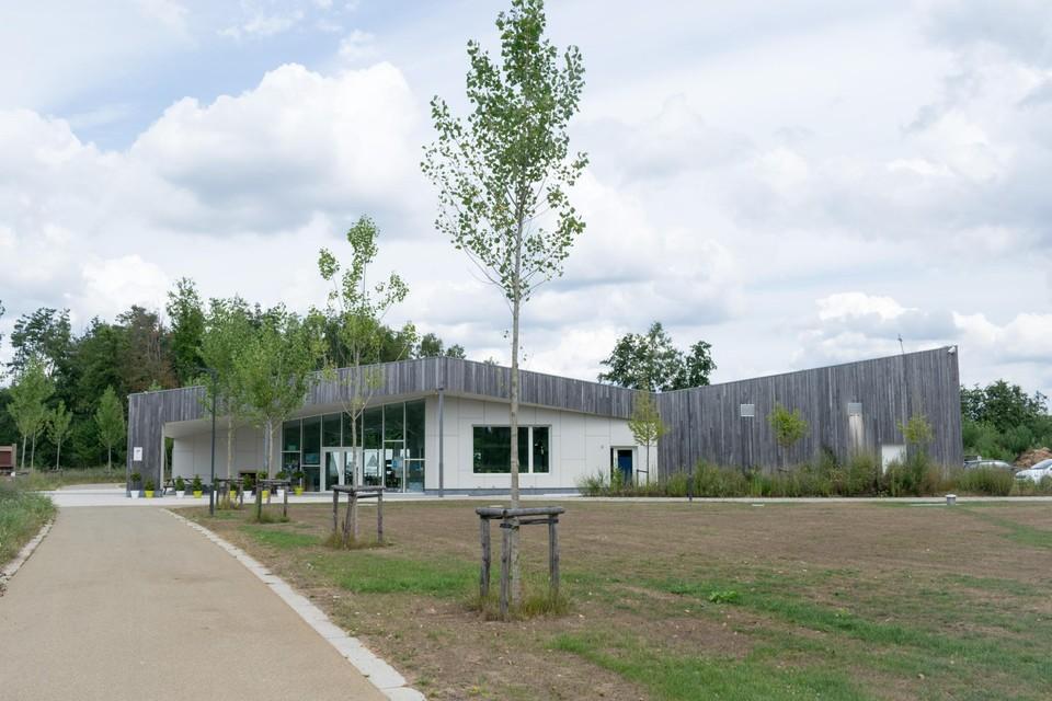 De zendmast zou volgens de huidige plannen in het recreatiegebied naast het nieuwe onthaalgebouw van De Averegten komen.