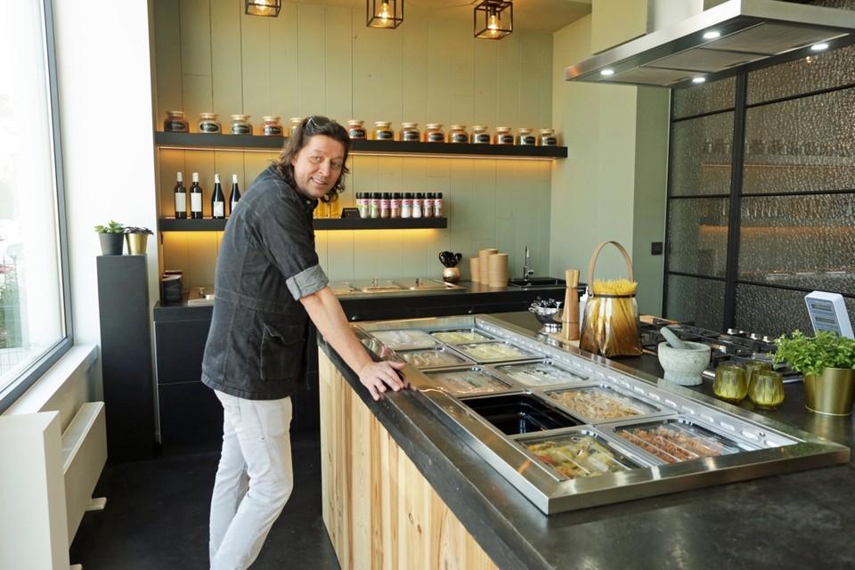 De coronacrisis bracht Roeland Bal op het idee om zijn afhaalrestaurant 'Leopold Food Store' een week,vroeger te openen dan voorzien.
